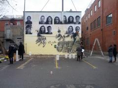 Création d'une muraille en solidarité avec les 43 étudiants de l'École normale rurale d'Ayotzinapa, dans l'État de Guerrero au Mexique, enlevés en complicité avec les forces de l'ordre dans la nuit du 26 septembre 2014. / Photographie de Fernando Calderón