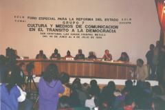 Un Forum spécial pour la réforme de l'État a eu lieu en 1996 au Chiapas, Mexique, dans le cadre des négociations pour un accord de paix en vue de la reprise du dialogue de San Andrés. Les comités civils et de nombreuses organisations de divers horizons ont été invités par l'EZLN. / Photographie de Constance Vaudrin