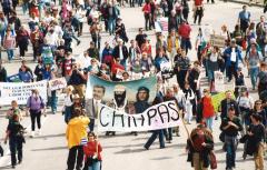 Démonstration de solidarité avec le mouvement zapatiste lors d'une manifestation durant le Sommet des Amériques, Québec, 21 avril 2001