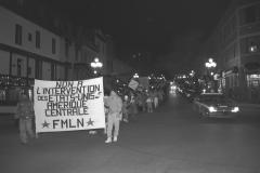 Manifestation contre l'intervention des États-Unis en Amérique centrale, Montréal, mars 1988. / Photographie de André Querry