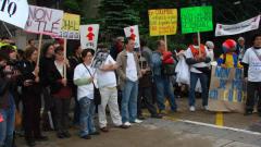 Manifestation contre la signature de l'Accord de libre-échange Canada-Colombie (ALÉCC) et la venue du président colombien Alvaro Uribe à Montréal, 10 juin 2009_02