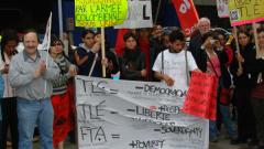 Manifestation contre la signature de l'Accord de libre-échange Canada-Colombie (ALÉCC) et la venue du président colombien Alvaro Uribe à Montréal, 10 juin 2009_03